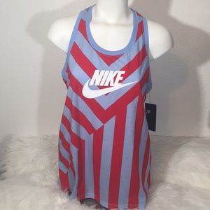 The Nike Tee Women's Medium New